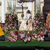 Платформа украшенная цветами с Парада цветов. :: Светлана Калмыкова