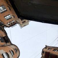 Двор-колодец на Петроградке :: Ирина Коноплёва
