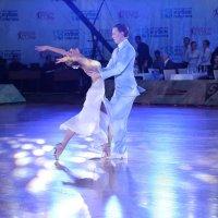 1.19. Танец в голубом цвете. :: Валерий