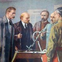 Ленин и Горький знакомятся с зенитным прицелом изобретателя Игнатьева :: Gen Vel