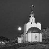 Утро в монастыре :: Юрий Губрий