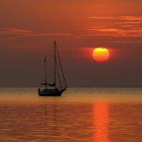 Кораблик на закате :: Нилла Шарафан