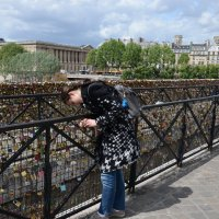 Замочки на счастье на мостах через Сену, Париж :: Генрих