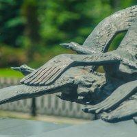 Гранитное надгробие «Неизвестному солдату Курской земли» на братской могиле. :: Руслан Васьков
