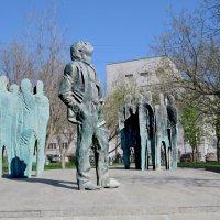 Памятник поэту Иосифу Бродскому :: ИРЭН@ .