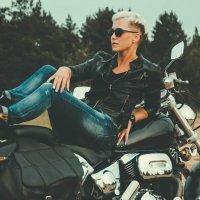 Таня на мотоцикле :: Илья Браславец