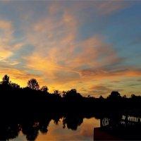 Любуясь красотой восхода :: Геннадий Худолеев