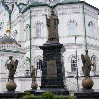 памятник святителю Митрофану :: Анна Воробьева