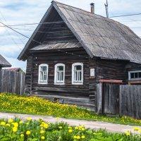 Домик в три окошка. :: Анатолий Нецепляев