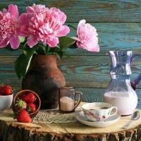 Завтрак с клубникой и молоком :: Ольга