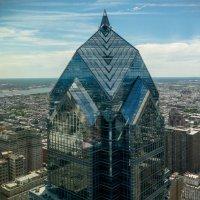 """Вид на соседнее здание """"Two Liberty Place"""" (58 эт., 258 м), г.Филадельфия :: Юрий Поляков"""