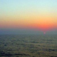Cолнце выплыло над морем,...... :: Гала