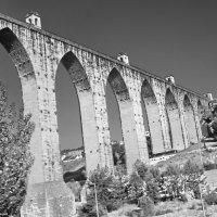 Акведук Águas Livres  - Свободные Воды в Лиссабоне :: mveselnickij