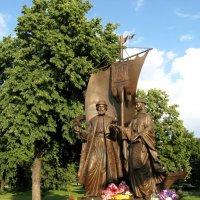 8 июля - День семьи, любви и верности. Памятник Петру и Февронии в Самаре :: Надежда