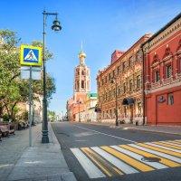 Колокольня Петровского монастыря :: Юлия Батурина
