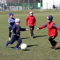 2.35. Футболисты на тренировке :: Валерий