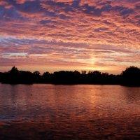 Закат рисует.., на небе и в воде.. :: Антонина Гугаева