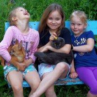 Дети и животные на каникулах :: Евгений
