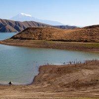 Вид на Арарат со стороны водохранилища на реке Азат в Армении :: Геннадий Мельников