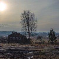 На краю деревни старая избушка :: Валерий Иванович