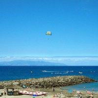 Атлантика, пляж, парашют и Ла Гомера на горизонте. :: Лия ☼