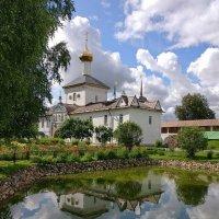 Прохладное июльское утро Толгского монастыря :: Николай Белавин