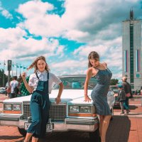 Ретромобиль и девушки :: Юрий Топчиян