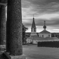 торговые ряды на фоне Благовещенской церкви :: Георгий А