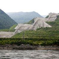 Отводной  канал  Саяно - Шушенской  ГЭС :: Виктор