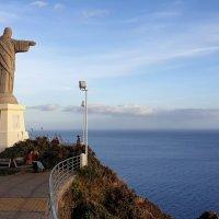 Фигура Иисуса Христа  на мысе Гаражау смотрит в океан.Мадейра. :: Анастасия Богатова