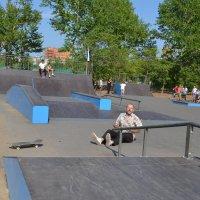 Лететь легко,падать больно.Вот это  и есть скейтборд...по Карагандински. :: Андрей Хлопонин