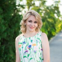 Девушка в парке :: Valentina Zaytseva