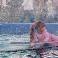 Девочка в шаре :: Galina Solovova