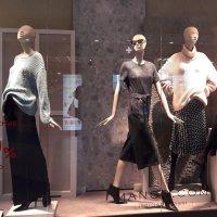 Спецпредложение -15% на ряд пальто. А где пальто?! :: Зинаида Каширина