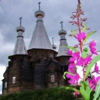 Очень редкий пяти шатровый храм в деревне Нёнокса :: Игорь Корф