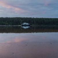 Яхта на утренней Волге. :: Виктор Евстратов
