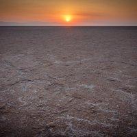 Восход на озере Эль Джерим. Тунис. :: Сергей Балкунов