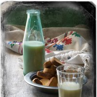 Молоко с сухариками :: Наталья S