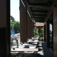Пустынно  так кафе дневное... :: Евгений БРИГ и невич