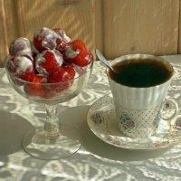 Кофе с клубникой :: Galina Solovova