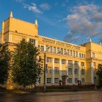 Здание Академии Физкультуры и Спорта :: Сергей Цветков
