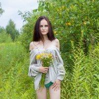 Девушка с цветами :: Руслан Веселов