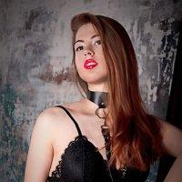 Портрет девушки в чёрном белье и портупее :: Ксения OKDMUSE