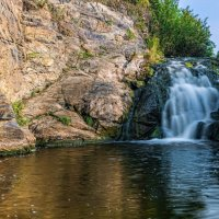 У водопада... :: Владимир Деньгуб