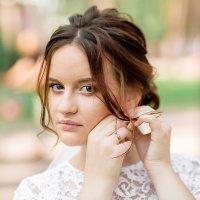 Свадебный портрет невесты в парке :: Юлия Прибыткова