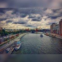 Патриарший мост, облачный пейзаж :: Ксения OKDMUSE