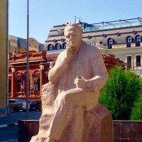 Памятник Константину Федину :: Кирилл Иосипенко