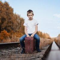 Мальчик на чемодане :: Alex Bush