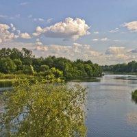 Облака плывут над рекой :: Ольга Винницкая (Olenka)