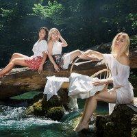 Девушки на реке :: Денис Будняк